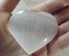 Galet coeur sélénite